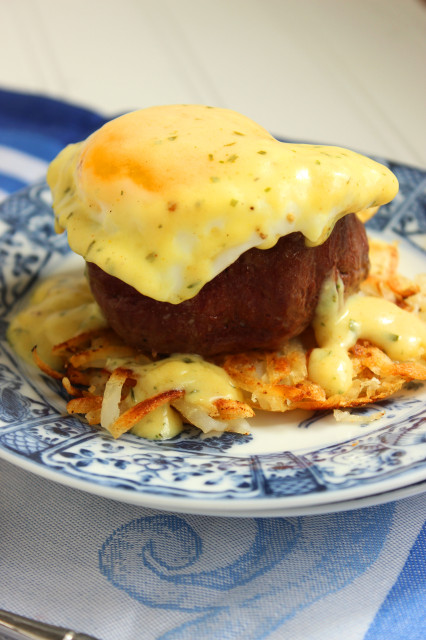 Steakhouse Eggs Benedict | The Suburban Soapbox