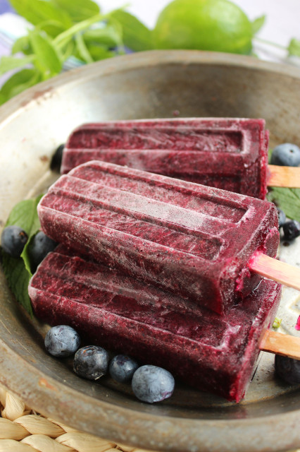 Blueberry Mojito Popsicles | The Suburban Soapbox