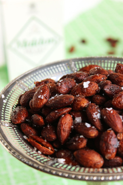Spicy Cinnamon Maple Roasted Almonds | The Suburban Soapbox