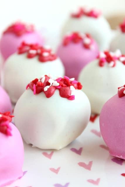Red Velvet Oreo Truffles | The Suburban Soapbox #redvelvetoreos #truffles #valentinesday