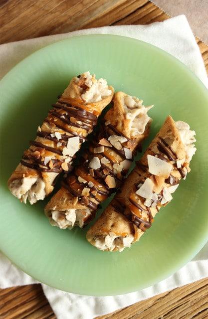10 Minute Samoa Cannoli | The Suburban Soapbox #girlscoutcookies #samoa #cannoli