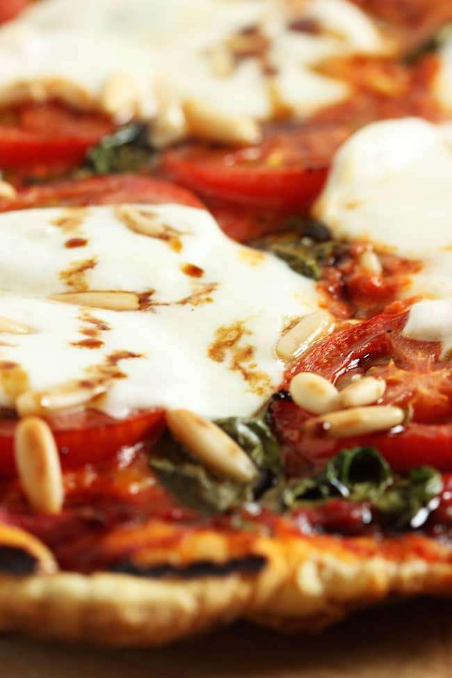 Grilled Margherita Pizza | The Suburban Soapbox #grilledpizza