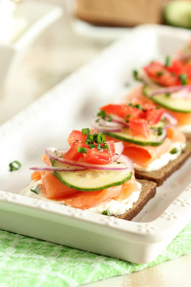 Smoked salmon canapes with whipped chive cream cheese for Gourmet canape ideas