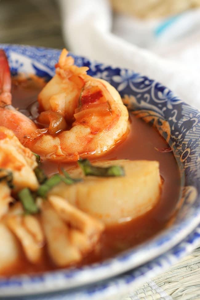 Easy Shellfish Cioppino | The Suburban Soapbox #cioppinorecipe