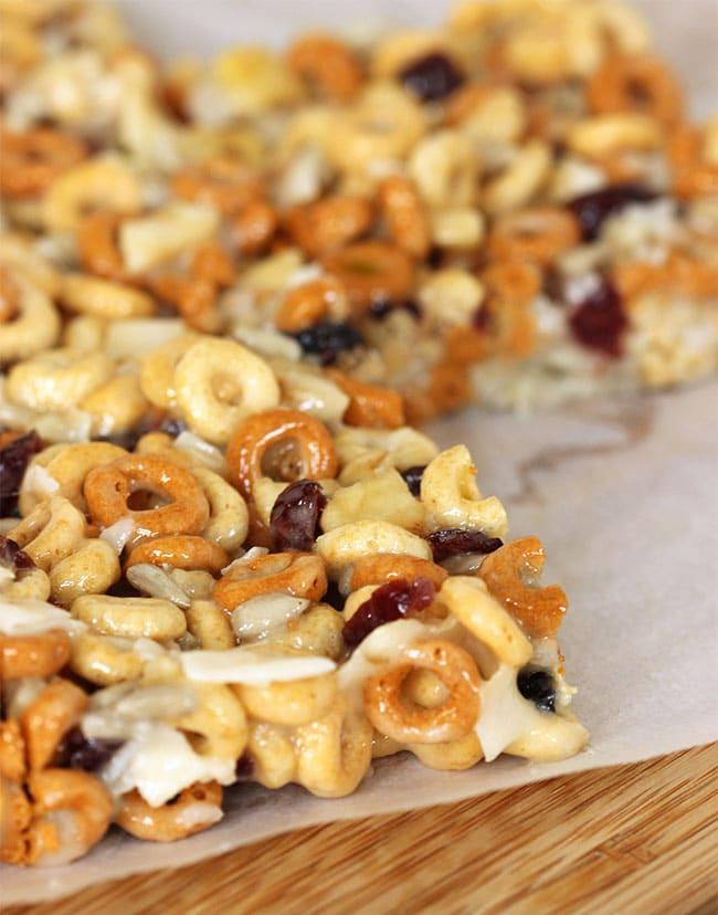 No-Bake Trail Mix Cereal Bars   The Suburban Soapbox #BTFE