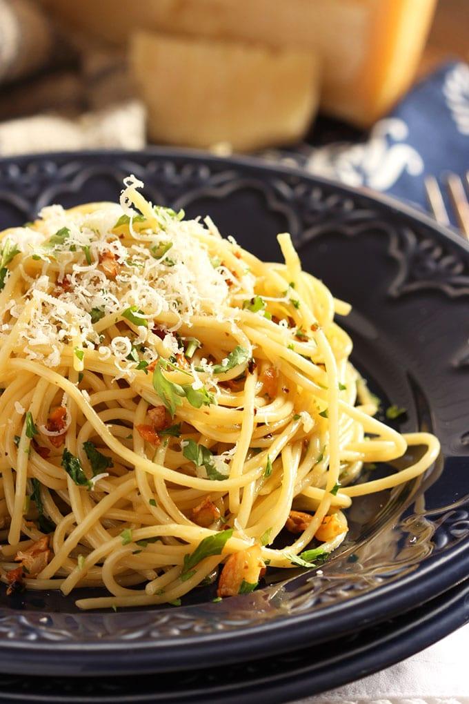 Spaghetti Aglio e Olio | TheSuburbanSoapbox.com