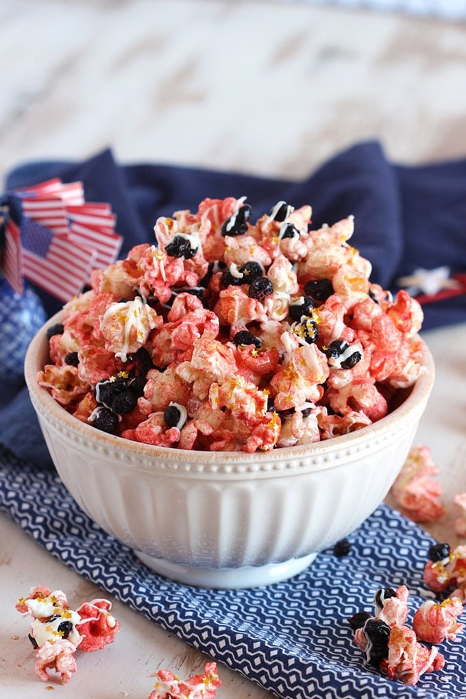 White Chocolate Strawberry Popcorn with Blueberries (Red White and Blue Popcorn Mix) | TheSuburbanSoapbox.com