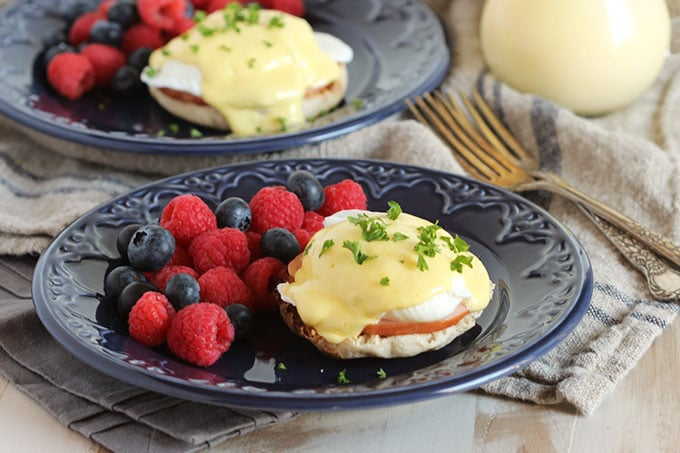 eggs benedict recipes dishmaps classic canadian bacon eggs benedict ...