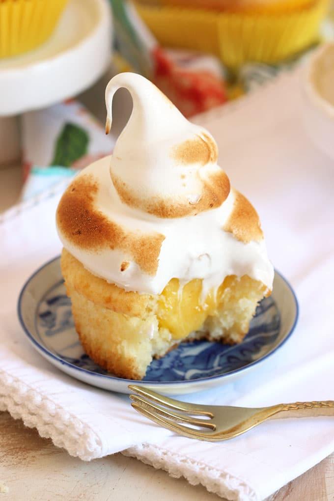 Easy Lemon Meringue Cupcakes   TheSuburbanSoapbox.com