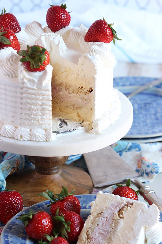 Easy Strawberry Ice Cream Cake | TheSuburbanSoapbox.com #SoHoppinGood