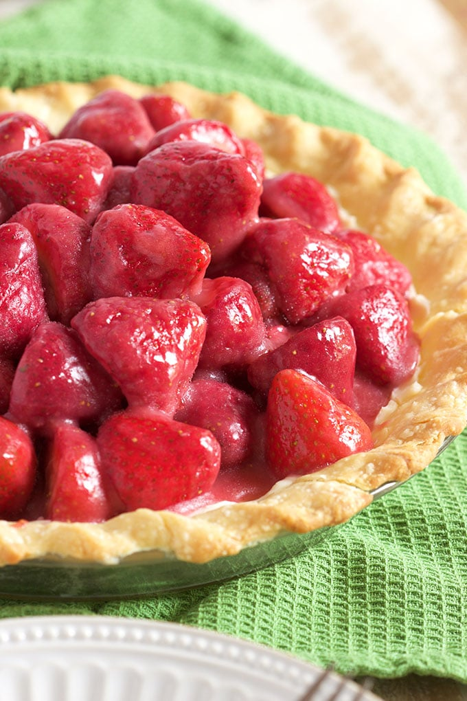 Fresh Strawberry Pie with Cream Cheese | ThesuburbanSoapbox.com