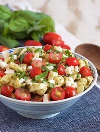 Easy Caprese Tortellini Salad   TheSuburbanSoapbox.com