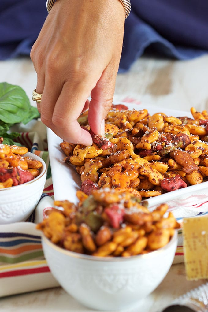 Fast and easy, Goldfish Pizza Snack Mix recipe is perfect for back to school! From TheSuburbanSoapbox.com #MixMatchMunch