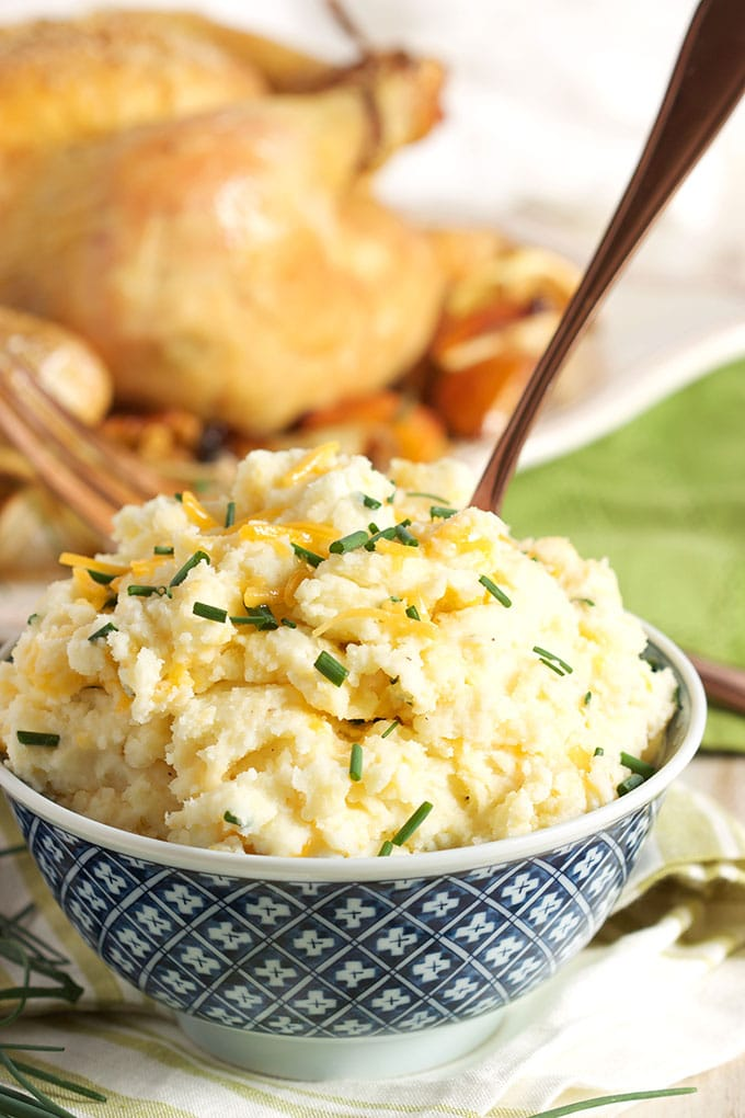 Homestyle Cheddar Chive Mashed Potatoes ready in 5 minutes, the perfect weekday side dish. TheSuburbanSoapbox.com #SignatureRussets