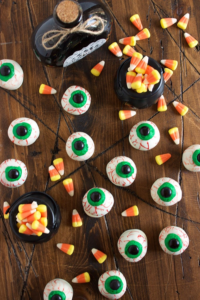 This easy No Bake Oreo Truffle Eyeballs recipe is so much for to make for Halloween. ThesuburbanSoapbox.com