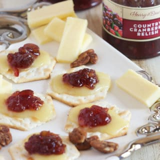 3 Ingredient Cranberry Relish Cheddar Crackers