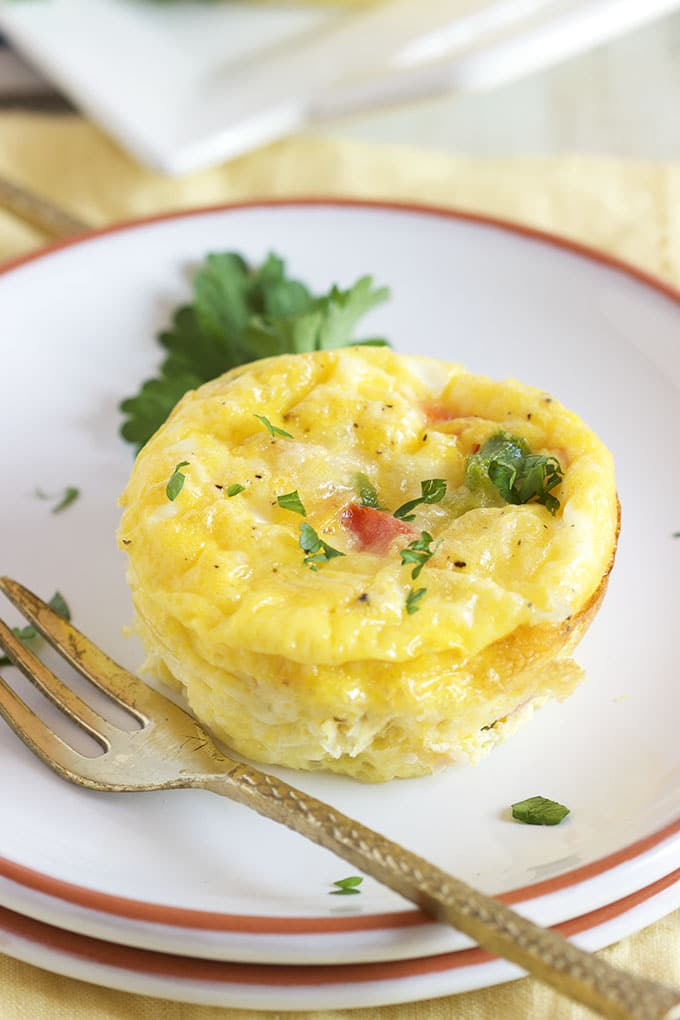 Ready in minutes, these Easy Denver Omelet Egg Muffins recipe is a meal prepping dream come true! Breakfast on the go never tasted so good! | TheSuburbanSoapbox.com