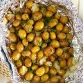 Super simple to make, Easy Grilled Garlic Potatoes in Foil is the summer time side dish you need for all your parties.   TheSuburbanSoapbox.com
