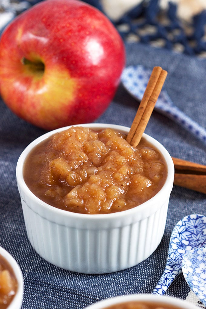 Easy Slow Cooker Applesauce | theSuburbanSoapbox.com
